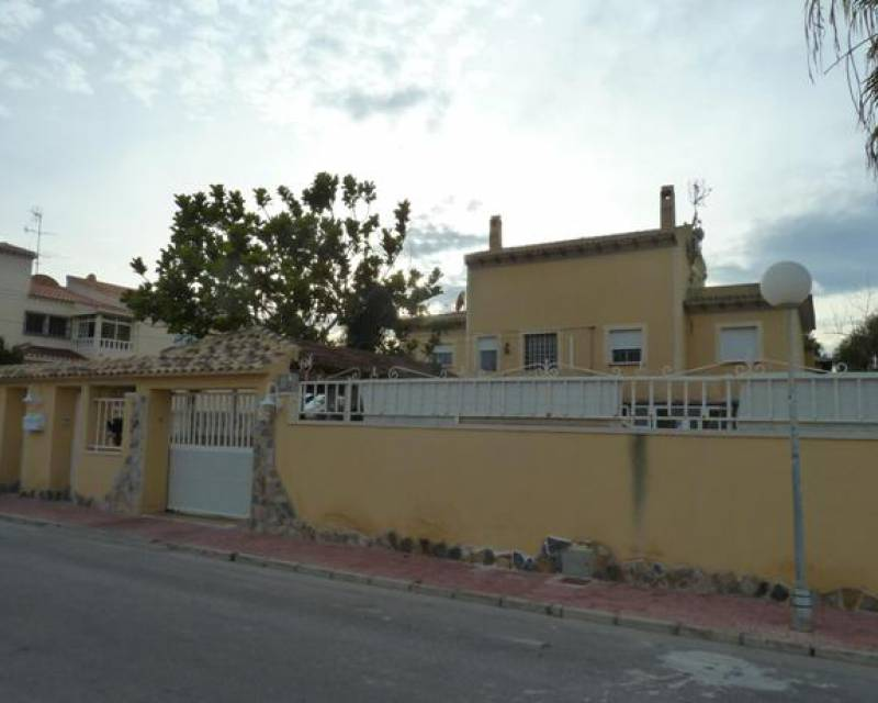 Semi Detached Villa - Resale - Torrevieja - Torretas