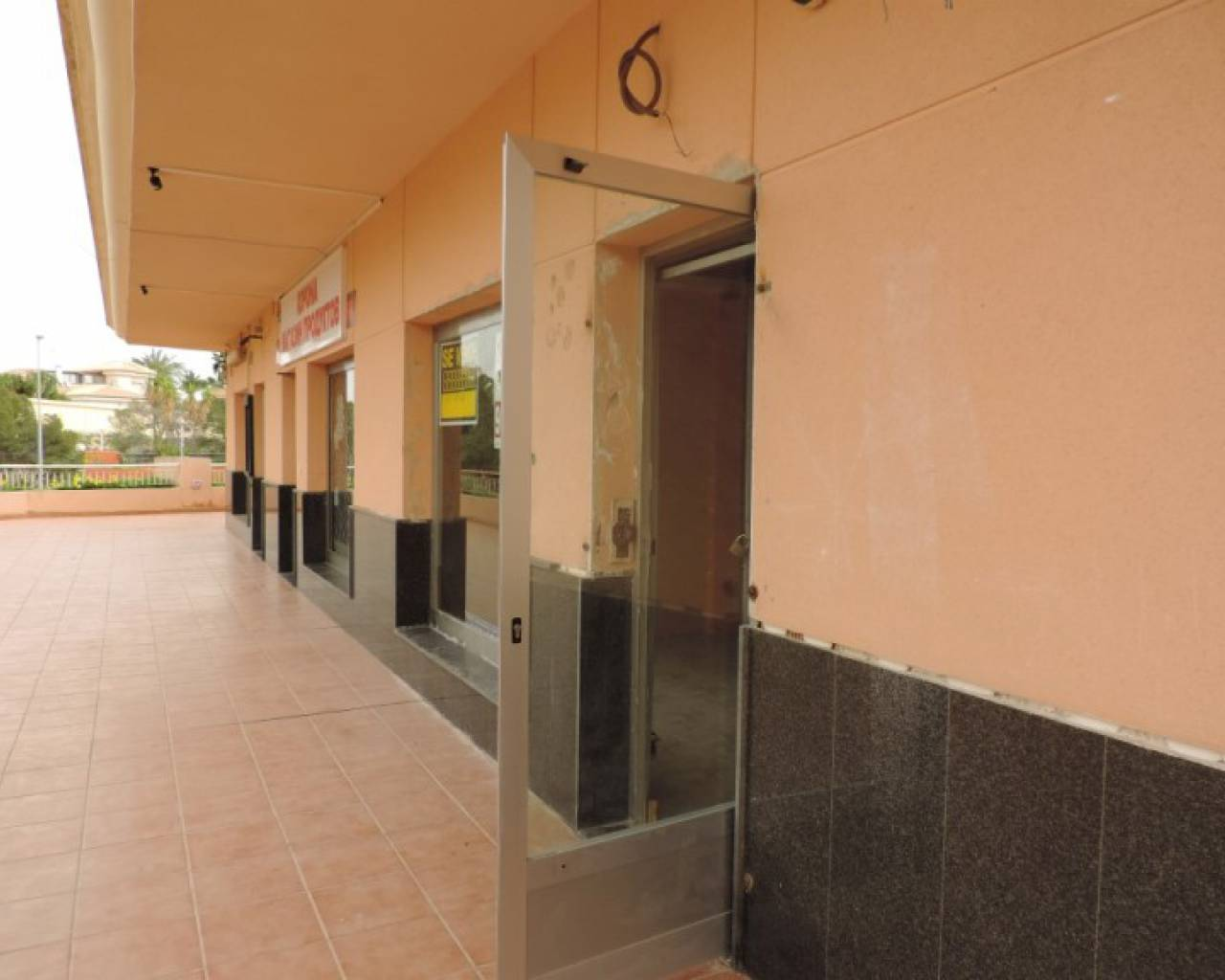 Resale - Commercial Unit - Orihuela Costa - Playa Flamenca