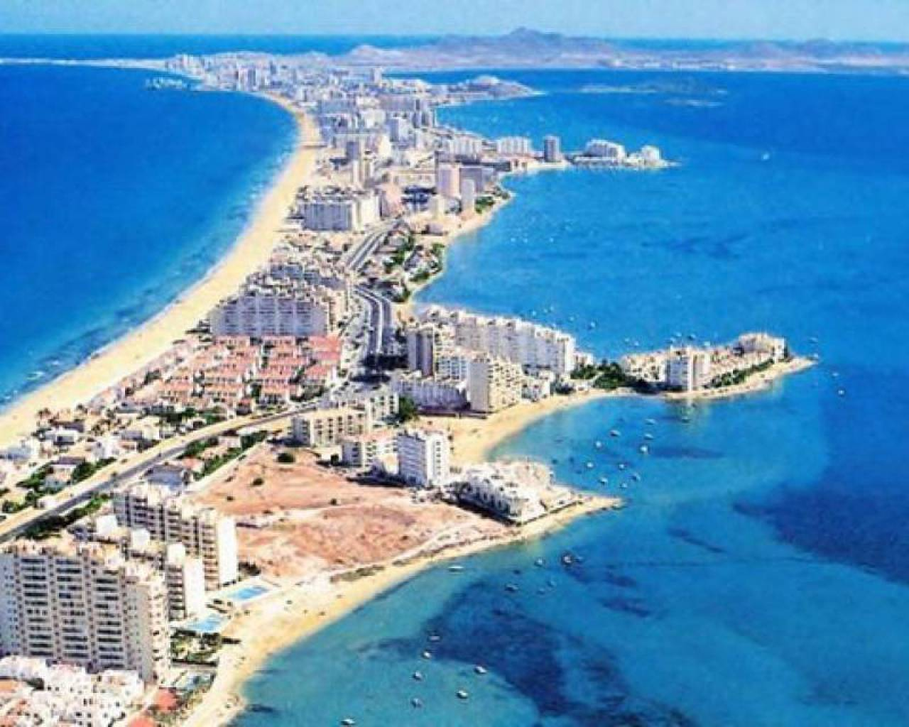 Till salu - Radhus - La Manga del Mar Menor - Firstline Beach