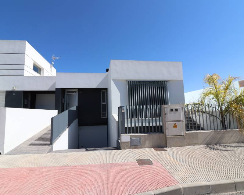 Semi Detached Villa - Resale - Dolores - Dolores